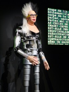 Expo. «Artistes et robots» Grand Palais 2018 Orlan & Orlanoïde Strip-tease artistique électronique et verbal, 2018